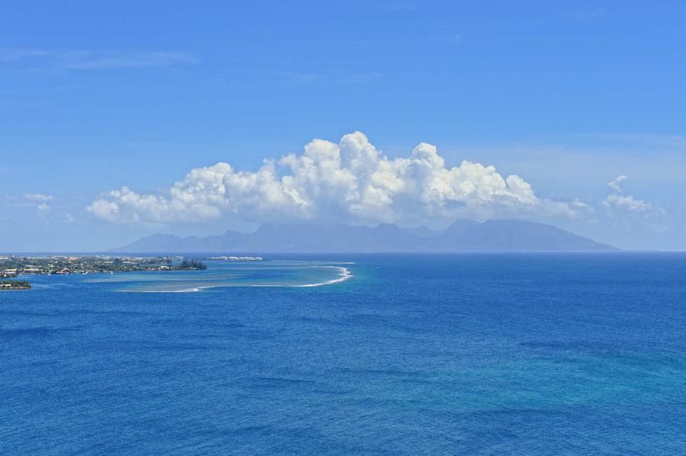 Moorea from the top of 'One Tree Hill, Tahiti.jpg