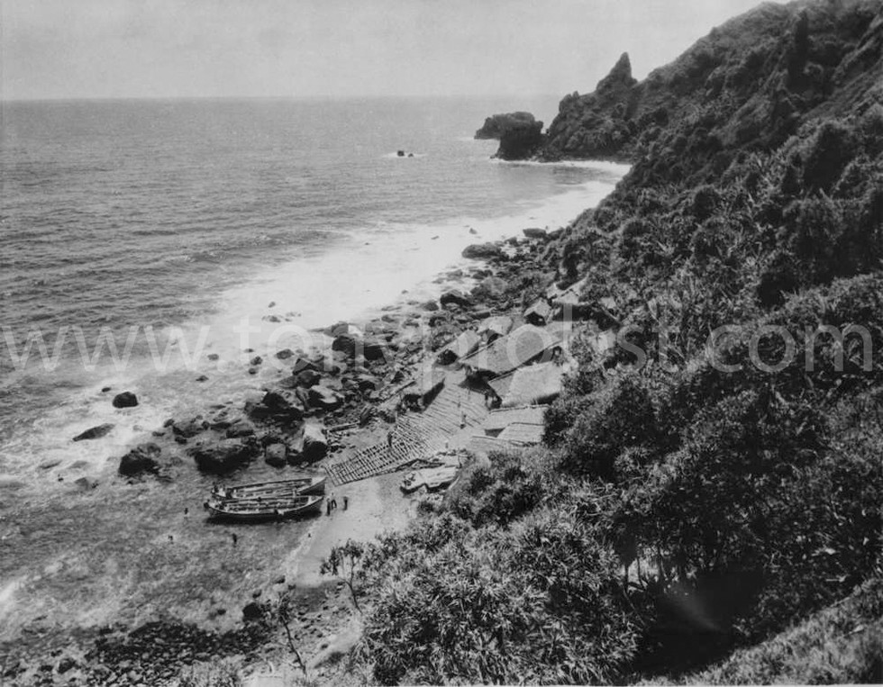 1938 Jan Good veiw of Duddy, Mummy and Flattie. Used to swim from the landing to the Point and make sandcastles on the beach