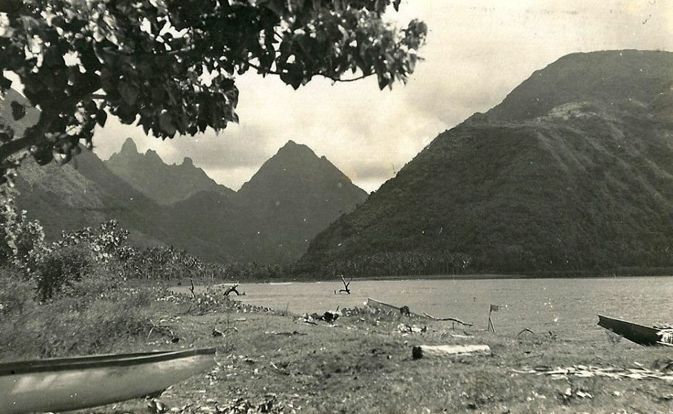 "Tautira,_Tahiti_1938__Robert_Louis_Stevenson_callthis_spot_""The_Garden_of_the_World""_in_1886.jpg"