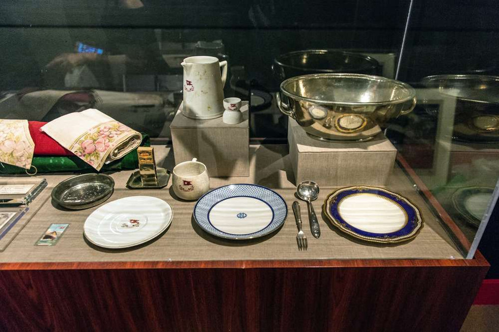 Left, Third class dinner plate. Middle. Snowflake pattern plate. Right Spode R4331 plate. Back row, Third class pitcher, egg cup and Big Bertha fruit bowl. On display at the Ronald Reagan Library