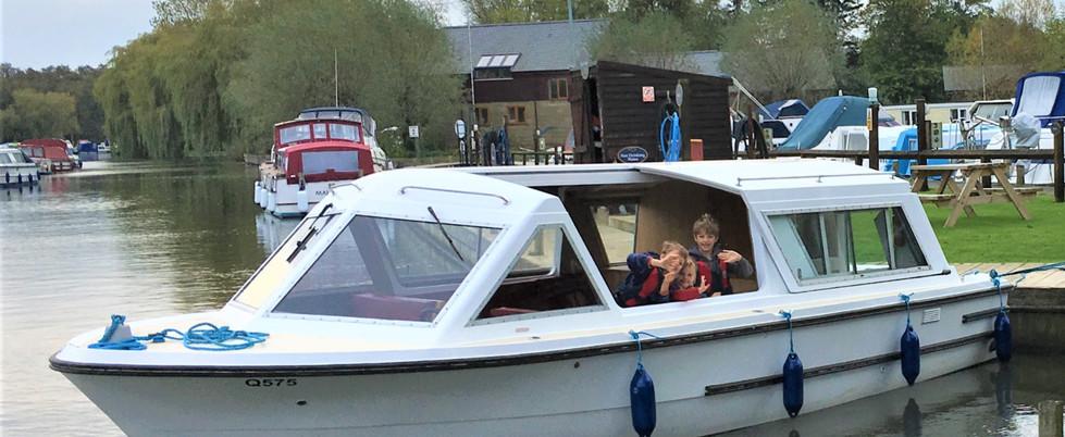 Picnic Boat_1.jpg