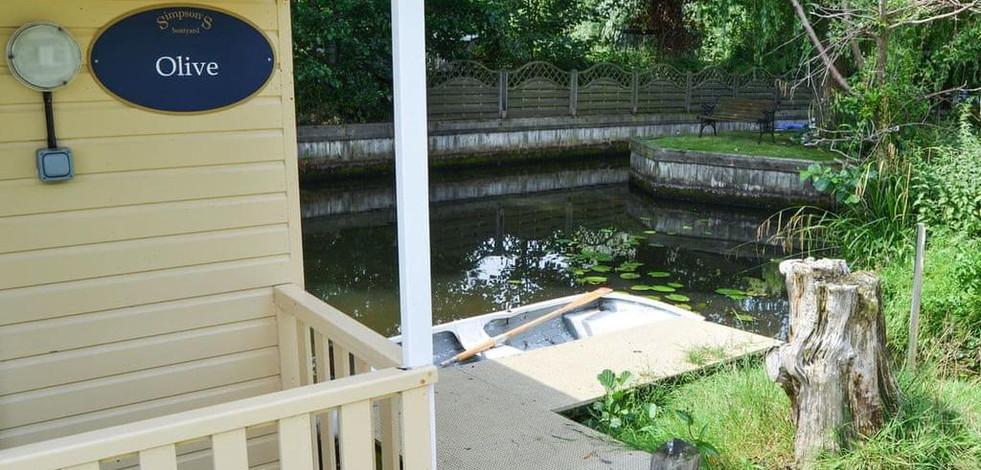 olive_houseboat_5.jpg