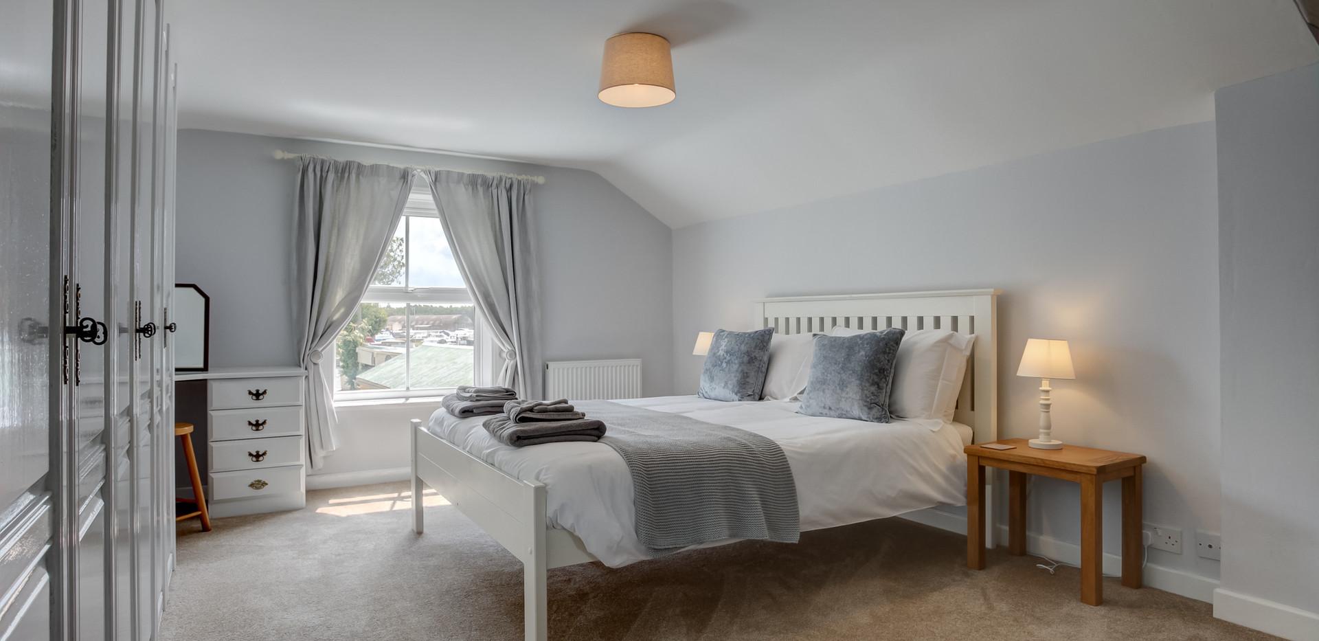 riverside-main-bedroom-2.jpg