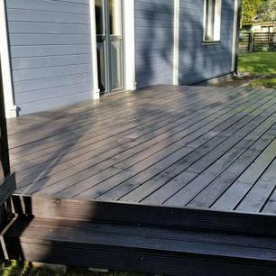 Melni-terases-dēļi-2-600x600.jpg