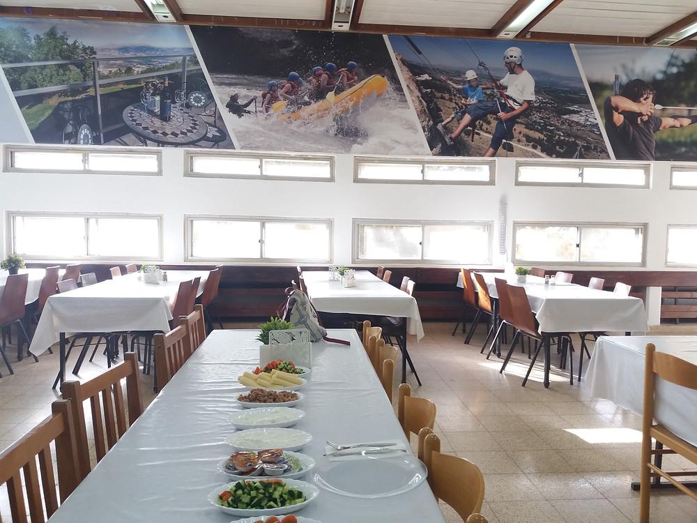 חדר האוכל בלודג מנרה-צלמה גילי מצא