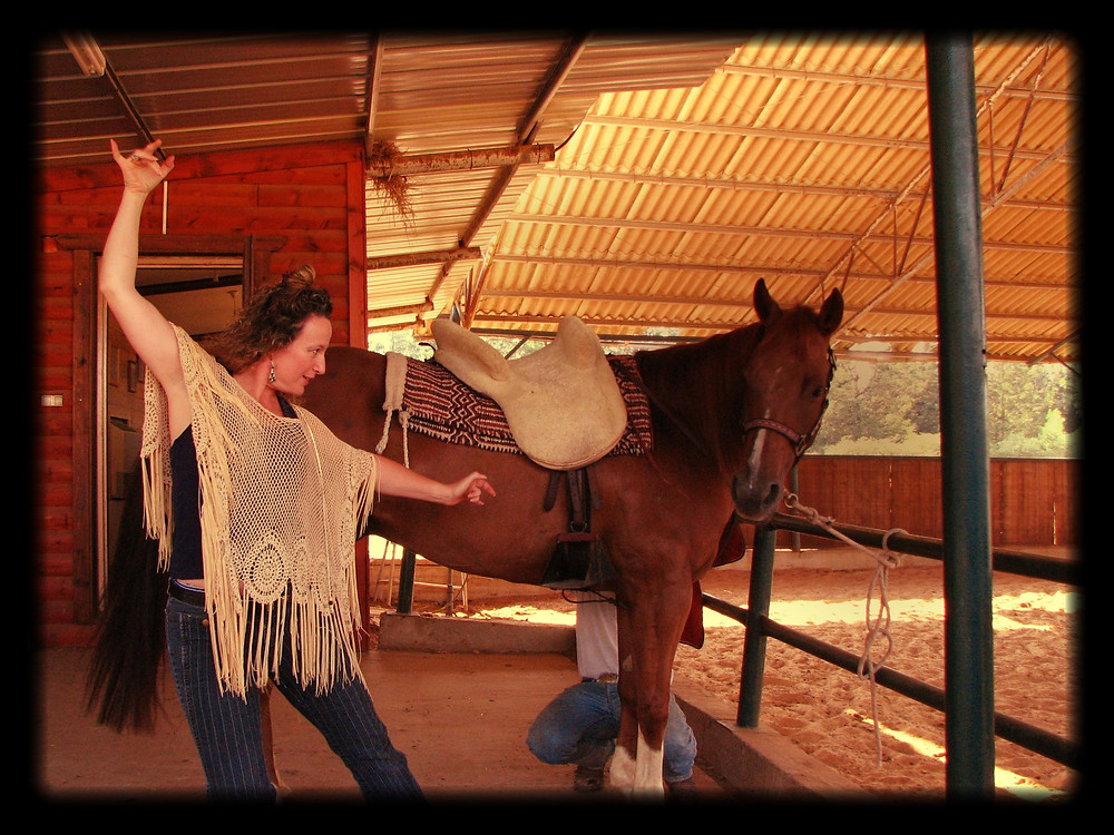 רוקדת פלמנקו עם סוס ברמת הגולן