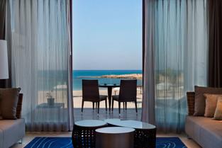 מלון על הים-נחשולים