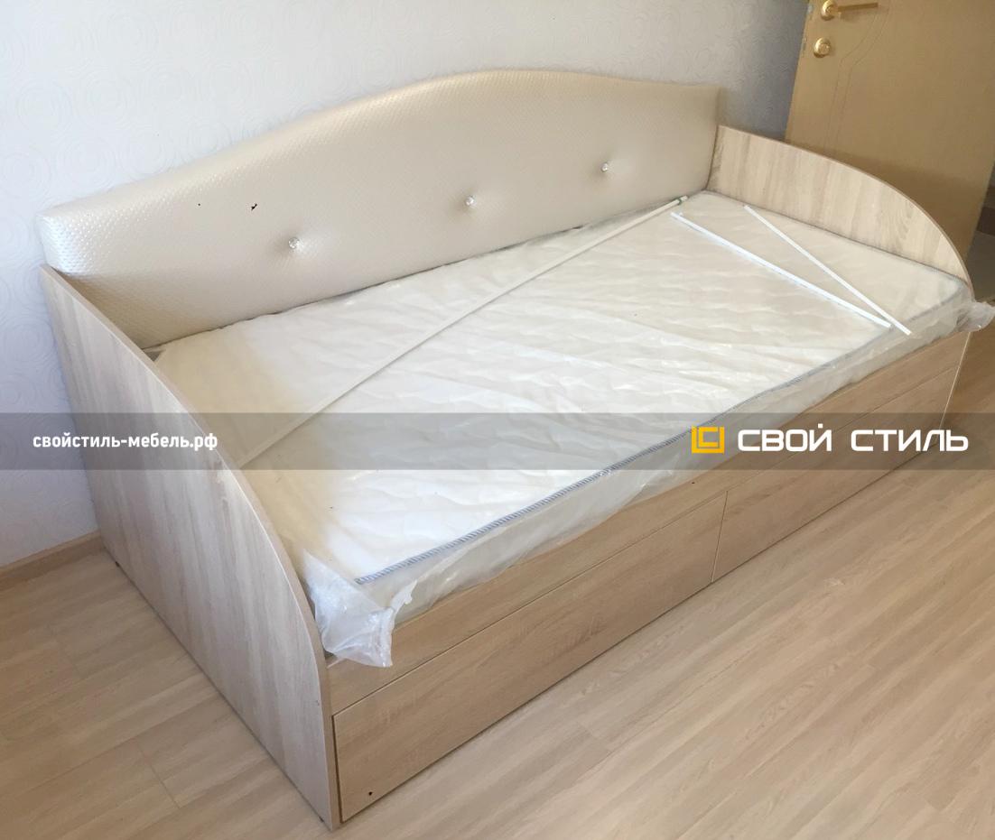Детская кровать с мягким изголовьем