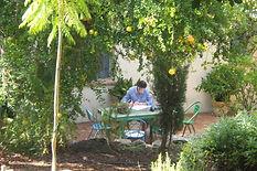 Linda in de tuin.jpg