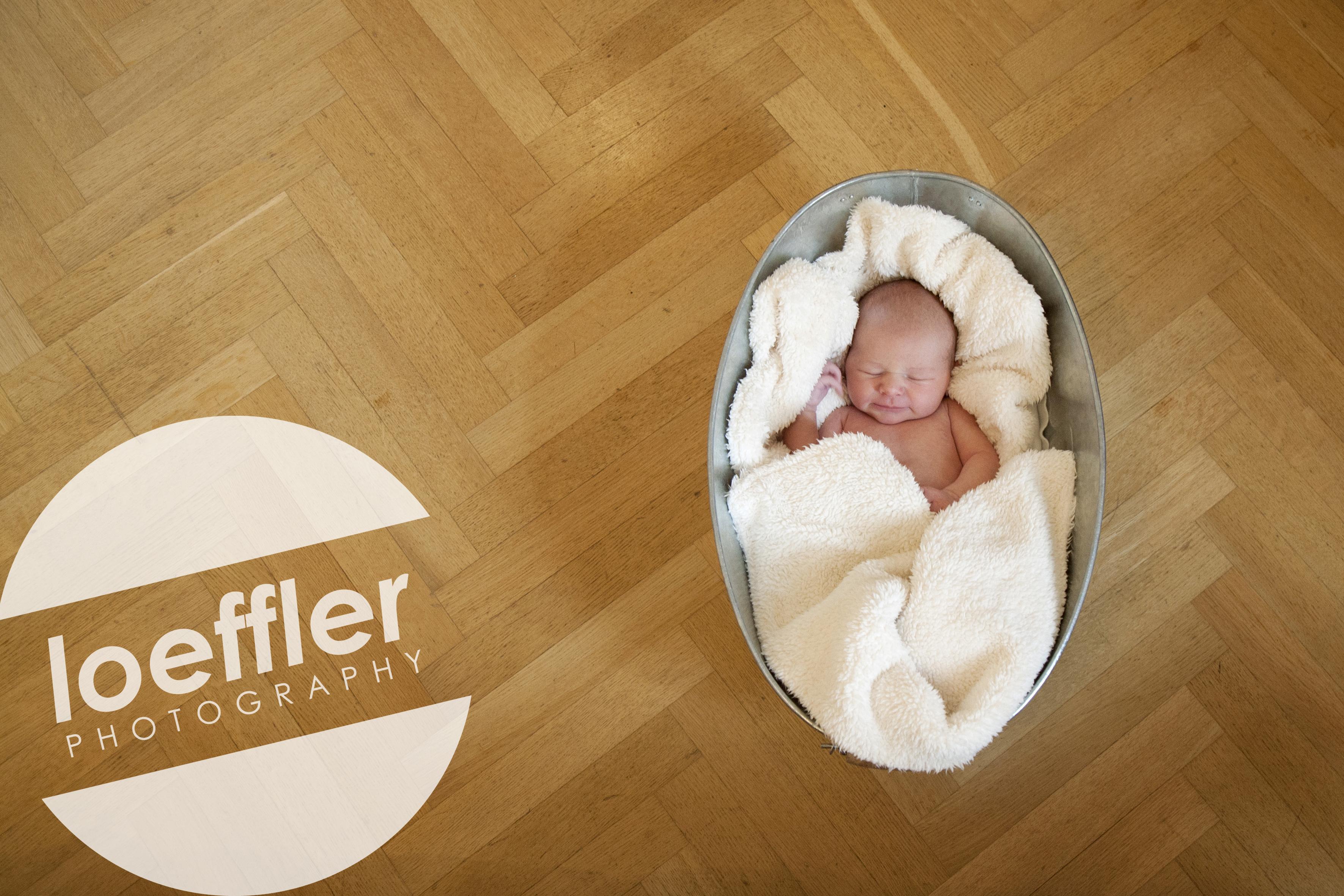 Nouveau-né dans bassine