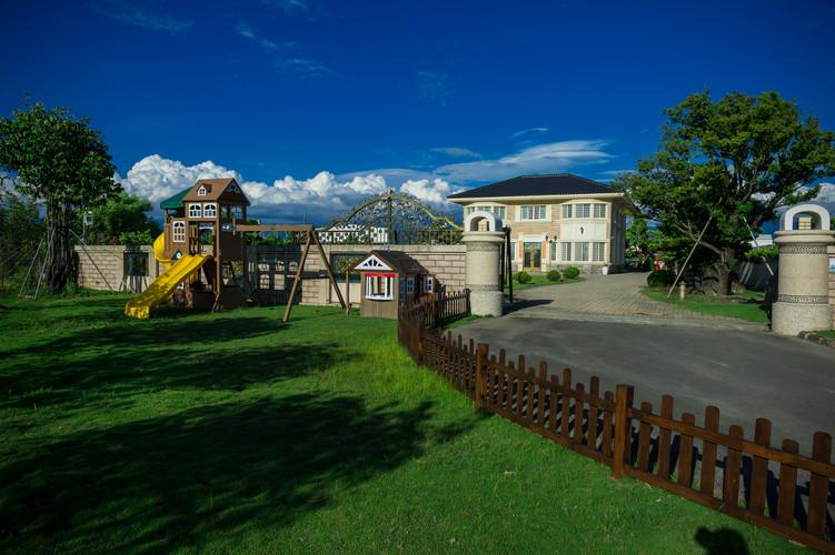 彩虹城堡 兒童遊樂設施區