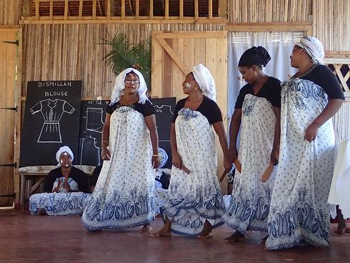 danseuses de Marodoka.JPG