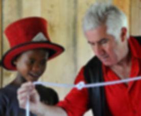 spectacle de magie, Madagascar.jpg