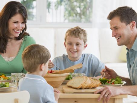 Uitnodigen aan onze tafel om de honger te stillen