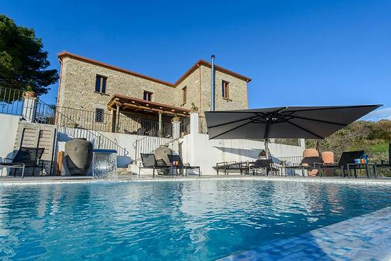 ica29030-the-pinelli-estate-pool_housevi