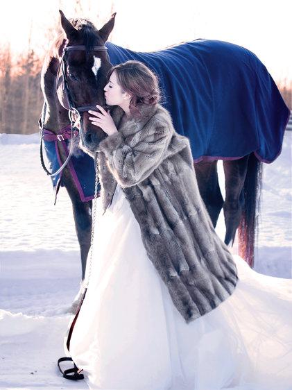 Horse and bride photo.jpg