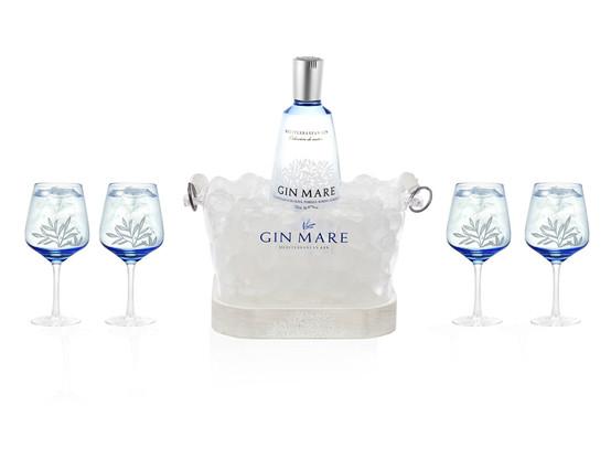 Botella y copas de cristal
