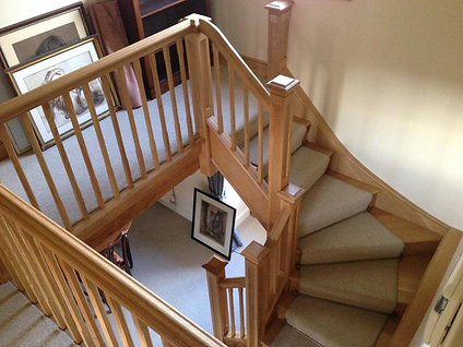 Oak stairs and balustrade.png