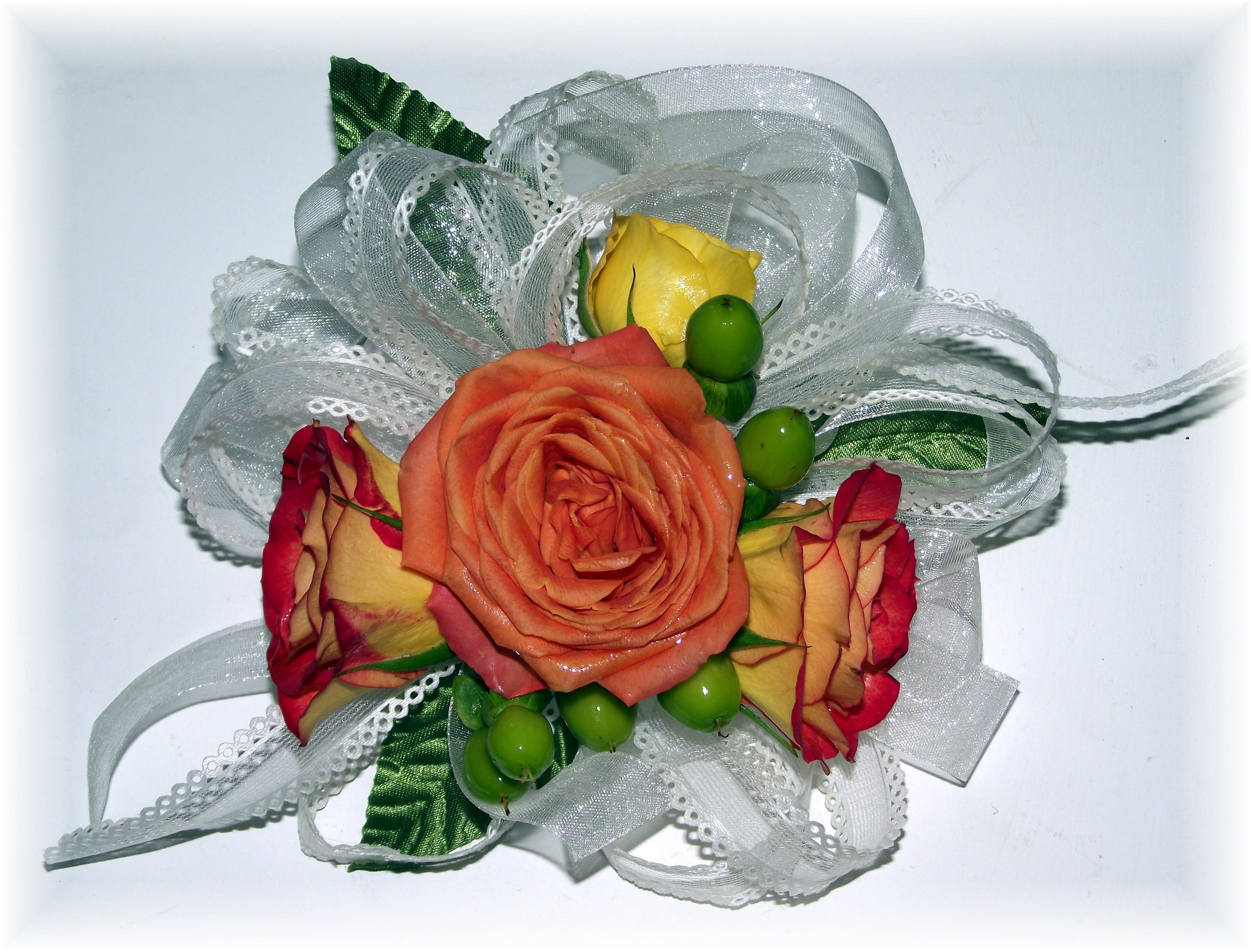 Spray roses & hypericum corsage