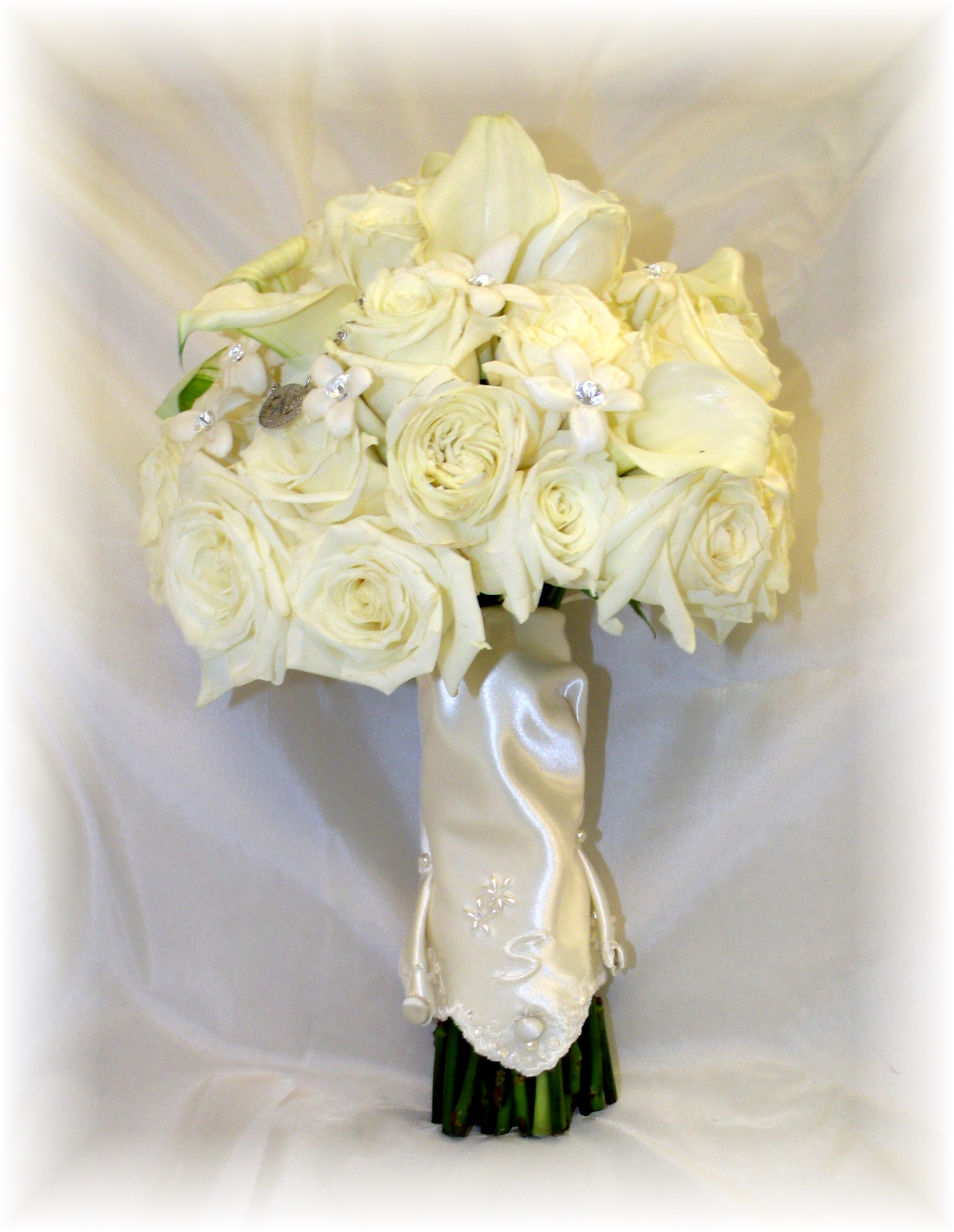 White roses, calla lilies