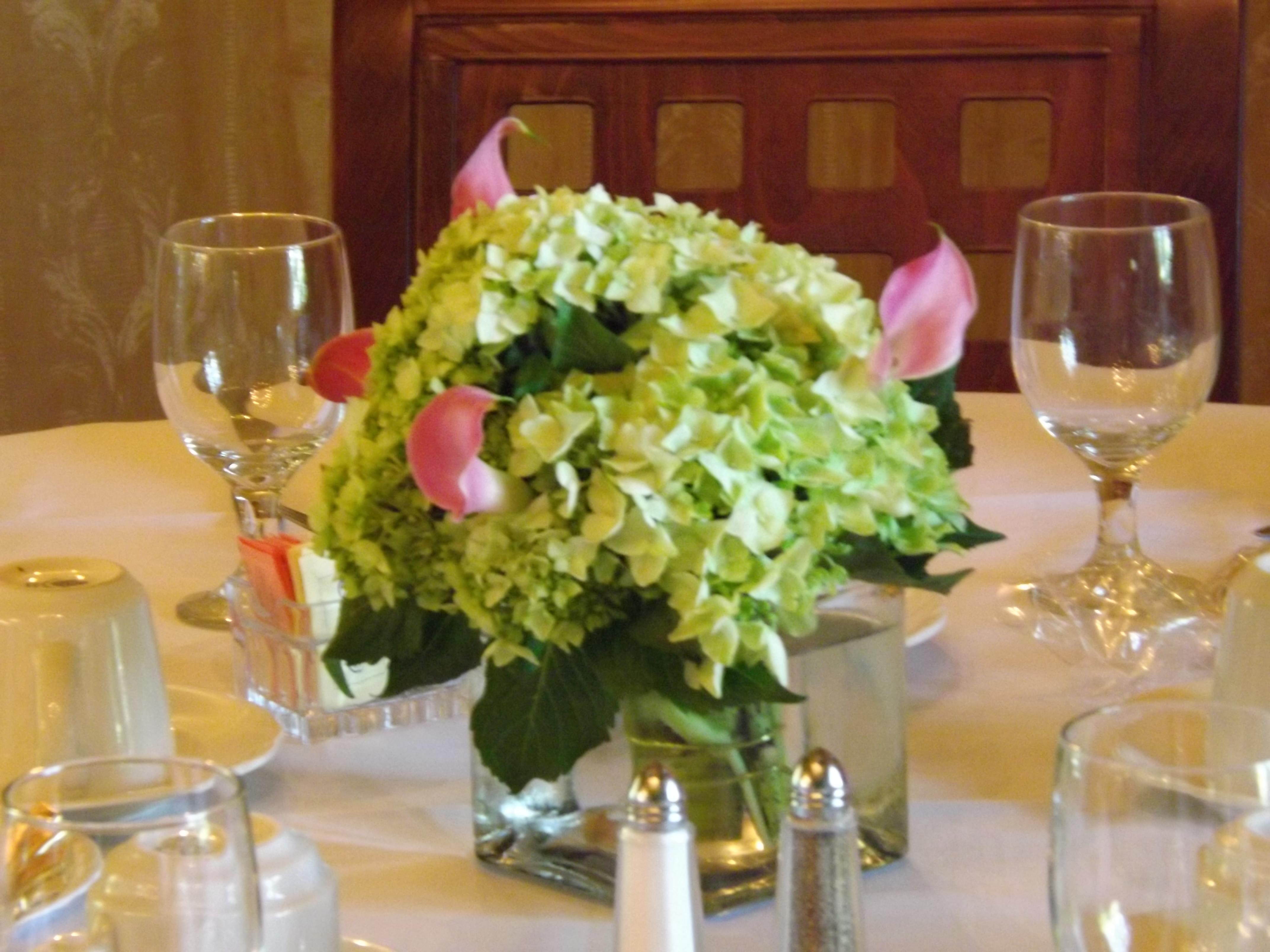 Centerpiece hydrangea & calla lilies