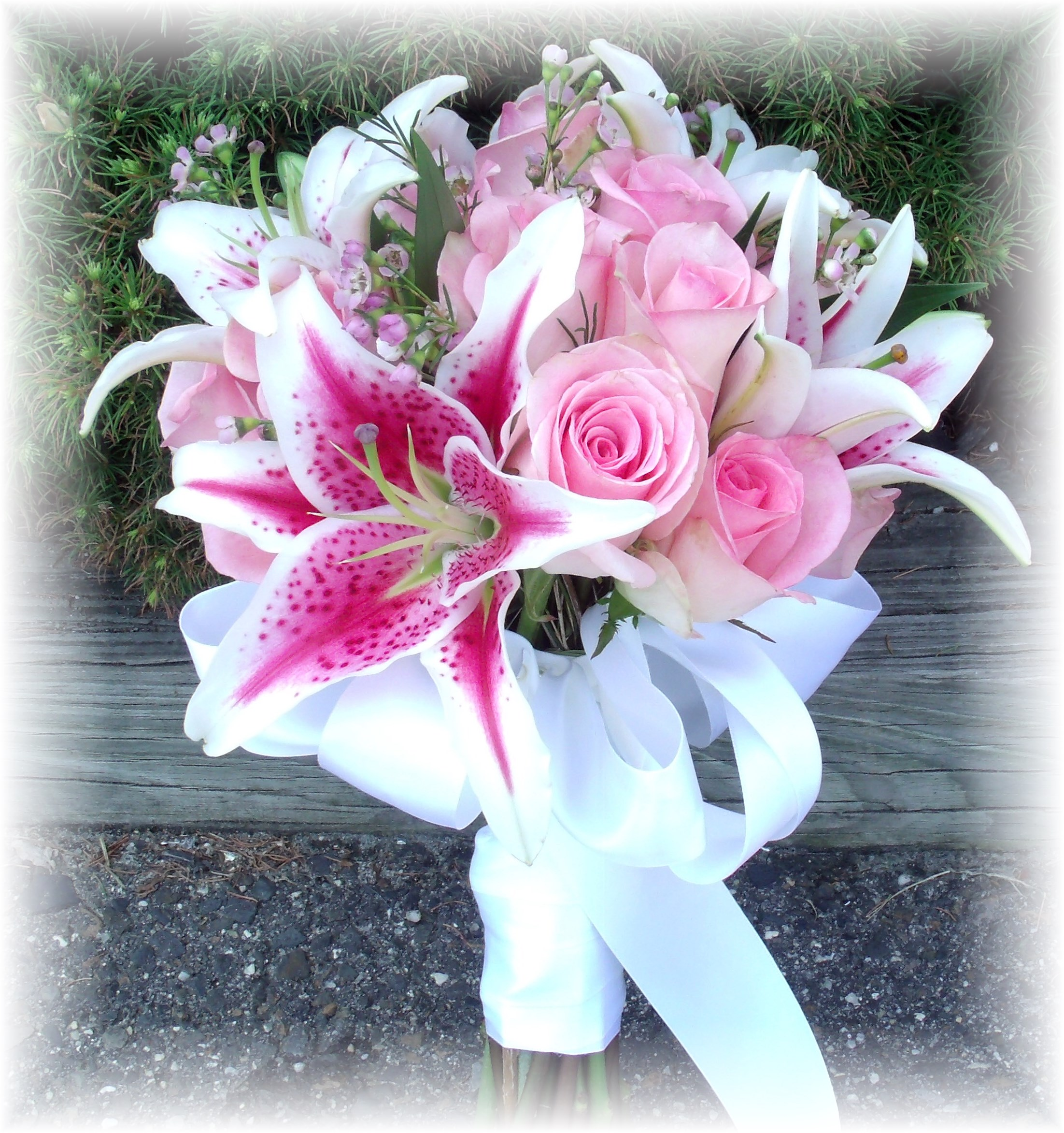 Stargazer lilies and rose