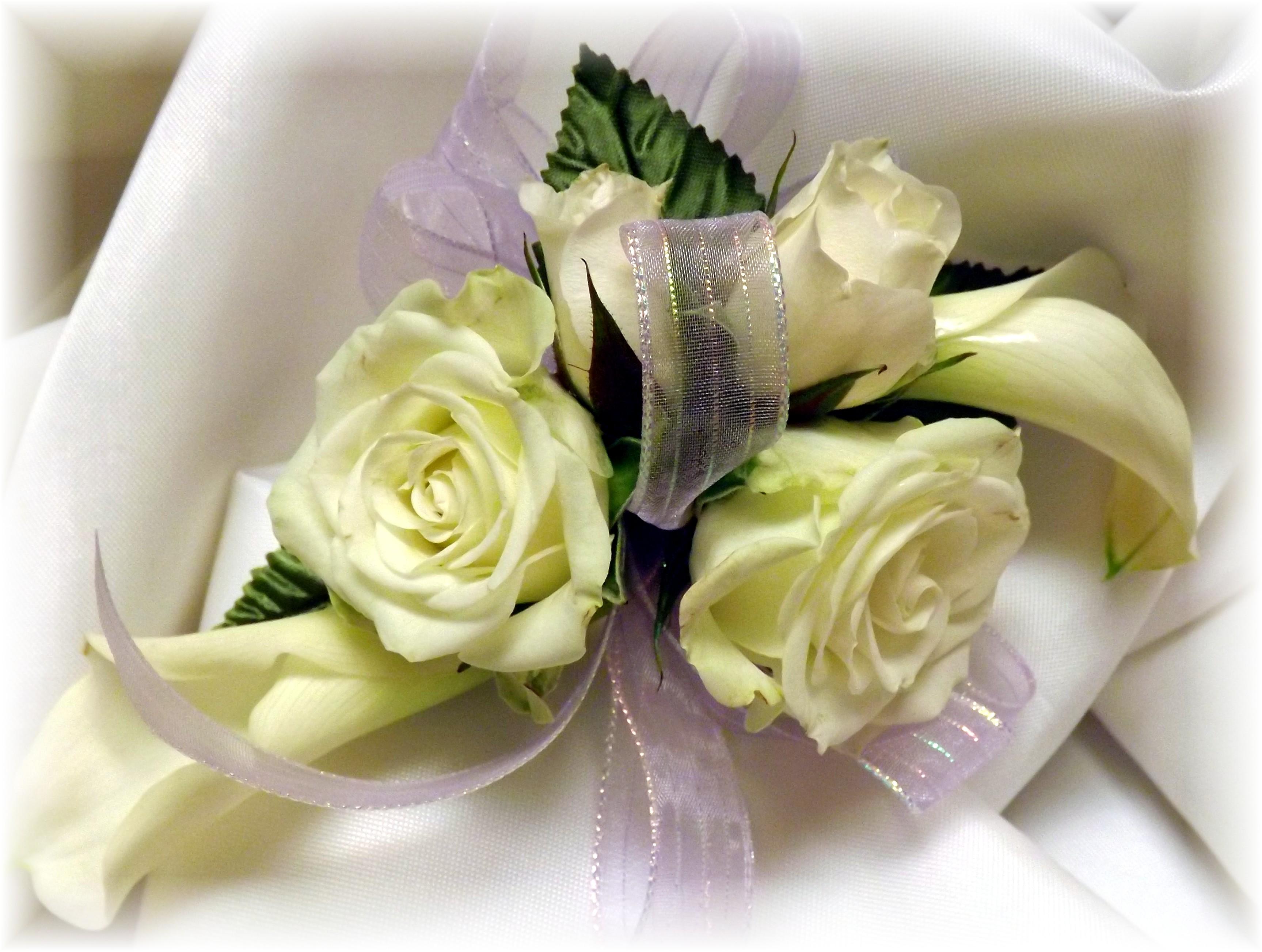 Spray rose & Calla Lilies wristlet