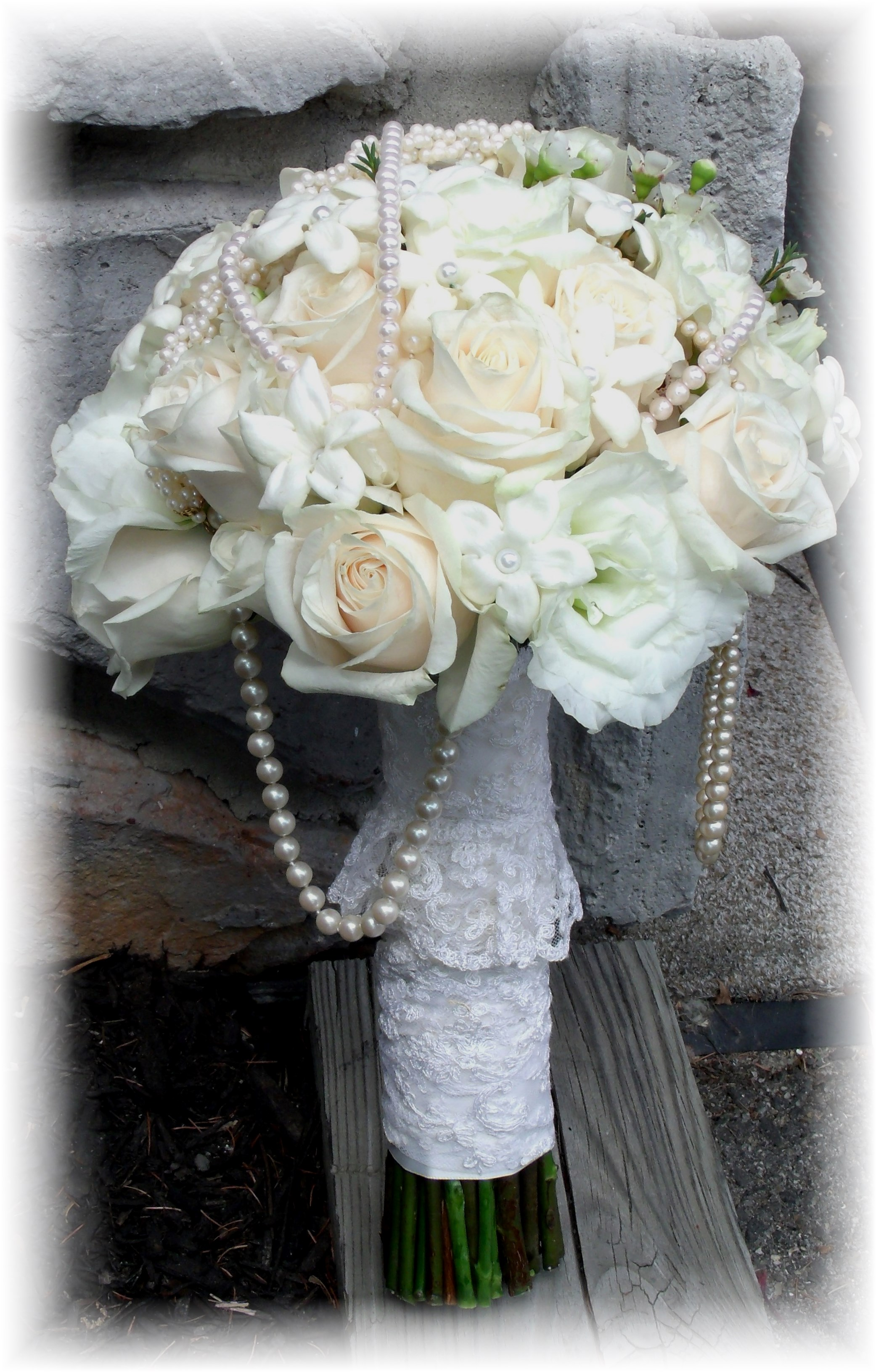 Roses, stephanotis & Pearls