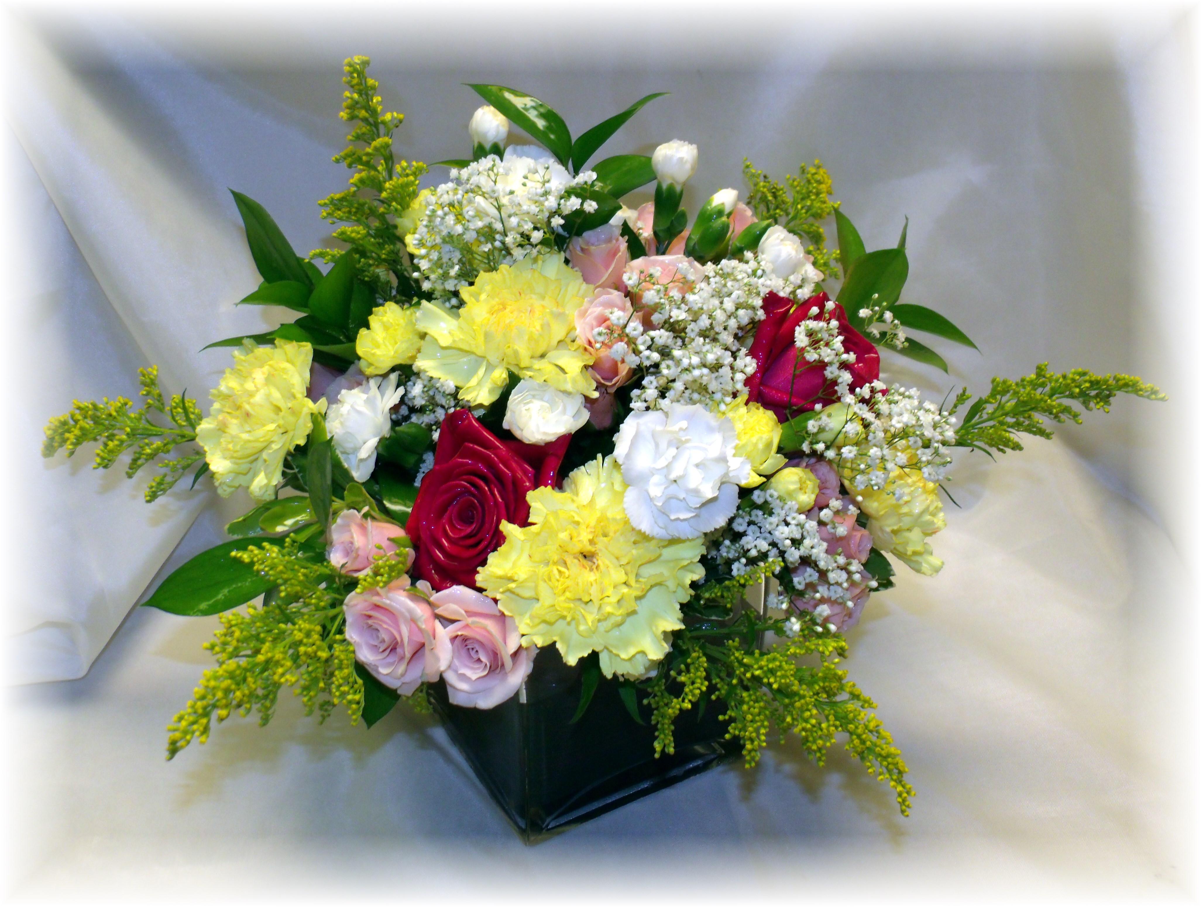 Mixture of flower centerpiece low