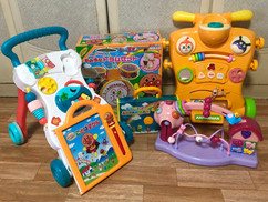 小さい子供用のおもちゃがいっぱい