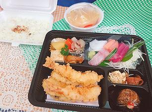 デリバリーの天ぷらと刺身の和定食