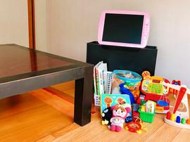 個室には、おもちゃやお子様用のDVDも。