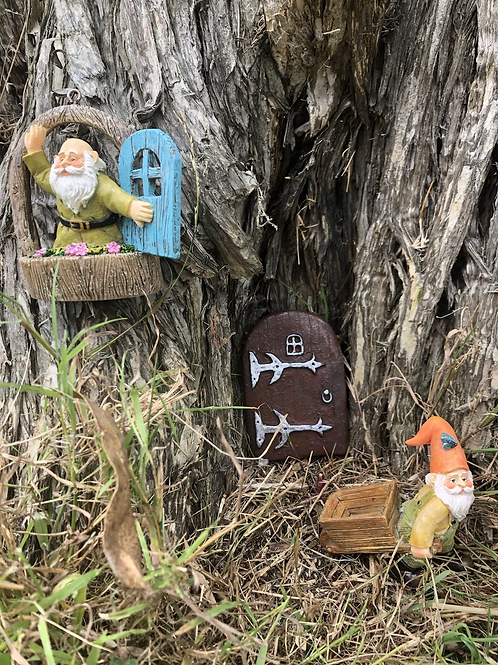 Gnome door, window and figurine set