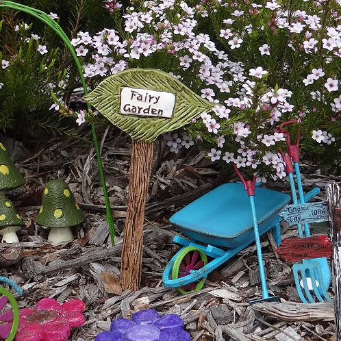 Fairy garden leaf sign