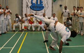 Hoe speel je capoeira?