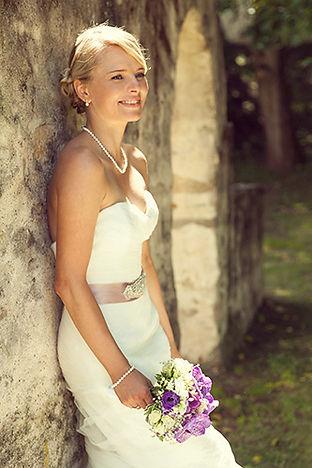 Wunderschöne Braut mit Brautstrauß