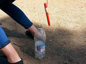 Pricka flaskan med pennan.jpg