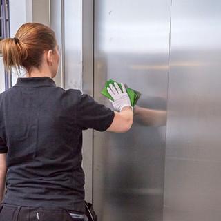 stadning-av-hissdorr.jpg