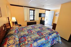 The Viking Motel, Wilmington VT - Queen Room