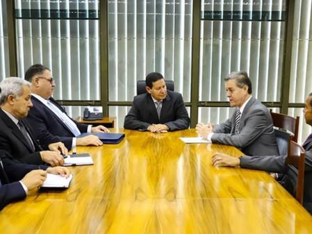 Deputado Edson Brum defende a duplicação da BR-290 junto ao Vice-Presidente Mourão