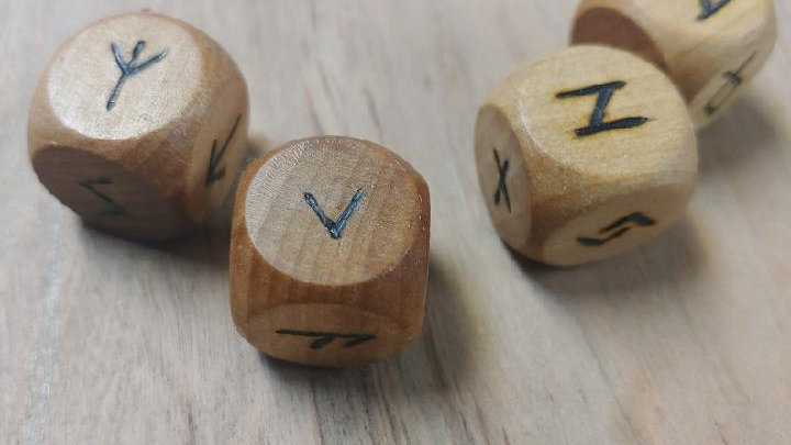 Rune dice set