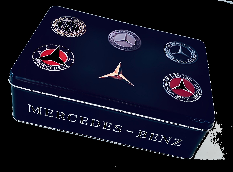 Fan-Artikel diverser Marken wie Mercedes, BMW, Vespa, VW, Bulli, Harley Davidson, John Deere