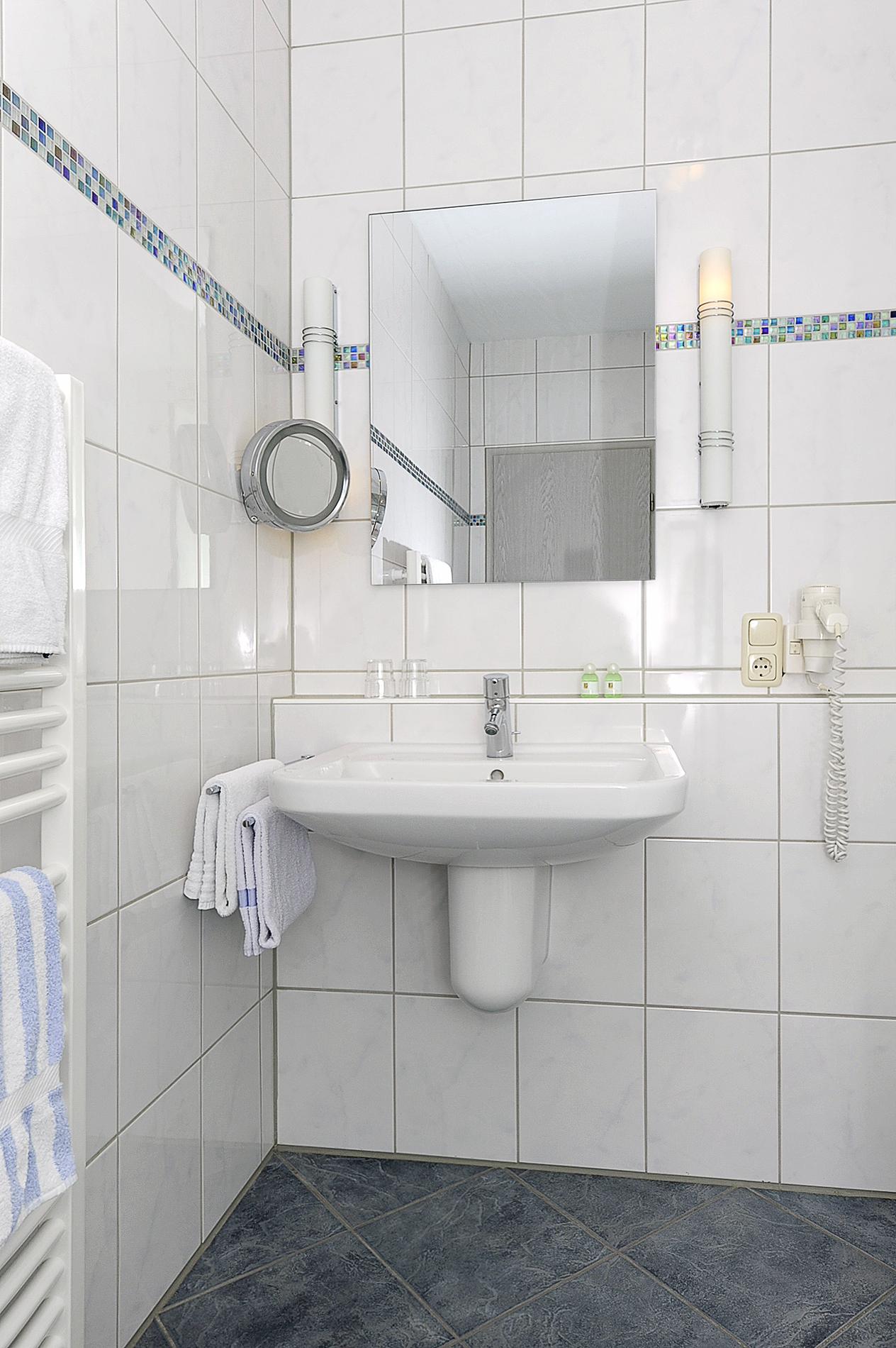 Hotel Schiffer Badezimmerbeispiel