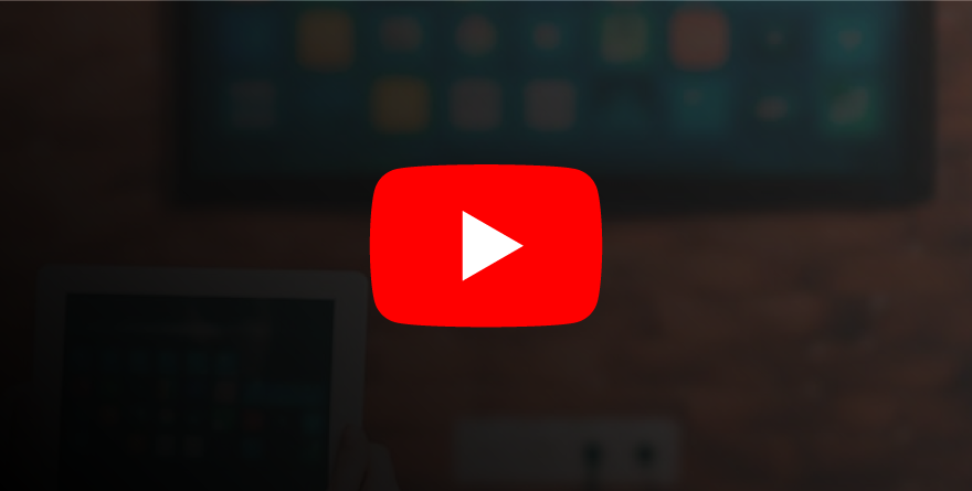 Logo do YouTube com TV ao fundo