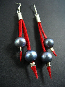 2 Lace Earrings with 2 Black Fresh Water Pearl