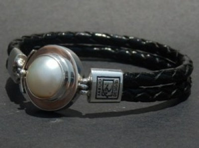White South Sea Pearl set in Sterling Silver