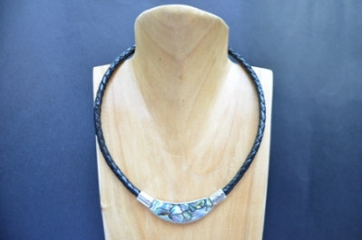 Paul shell necklace with 6mm plaited leather