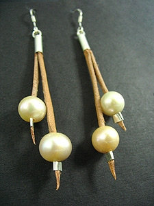 2 Lace Earrings with 2 Pink Fresh Water Pearl