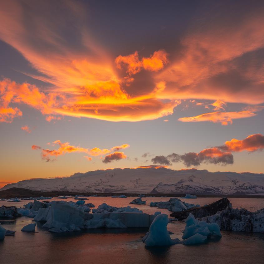 Spectacular sunset at Glacier Lagoon