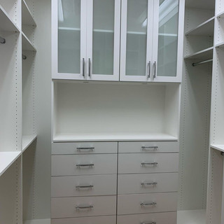 CLASSIC WHITE DRAWERS WITH SH CENTER.JPG